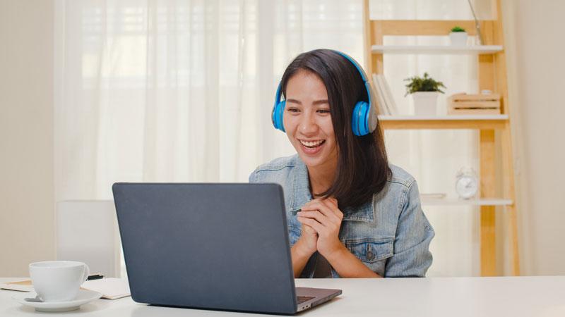 Alumna mejorando su español con canciones