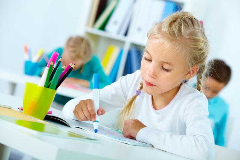 alumna completando una diana de evaluación con colores