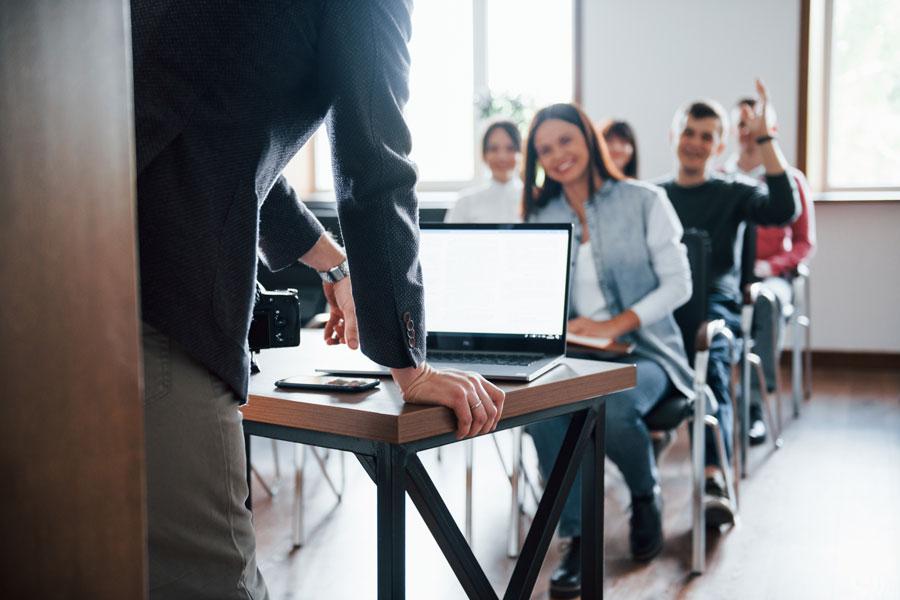Clase motivada y con la atención puesta al profesor
